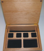 We specialize in and customize wooden boxes, in any shape or size with a wide selection of wood. We engrave wooden urns, wine boxes and gift boxes for any occasion.